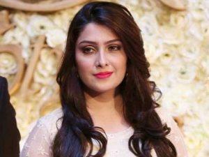 پہلی فلم دانش تیمور کے ساتھ کرنا چاہوں گی: عائزہ خان