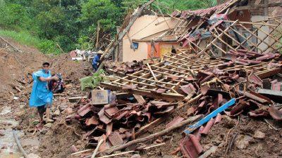 انڈونیشیا میں لینڈ سلائیڈنگ،لاپتہ افراد کی تعداد 27 ہوگئی 13 جاں بحق
