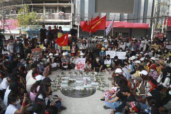 میانمار، فوجی بغاوت کیخلاف مظاہرہ کرنے والوں پر فورسز کا کریک ڈاون، 2 افراد ہلاک، متعدد زخمی