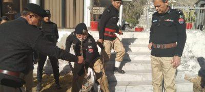 گلگت ( پ ر) انسپکٹرجنرل پولیس گلگت بلتستان ڈاکٹر مجیب الرحمان خان نے ہیڈکوارٹرز میں شجرکاری مہم کے دوران پھلدار پودا لگایا