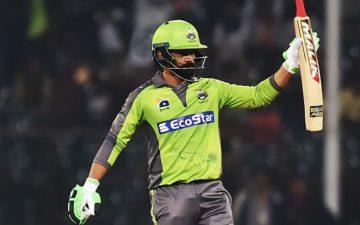 زیادہ چھکے، پاکستانی بیٹسمینوں میں محمد حفیظ تیسرے نمبر پر آگئے