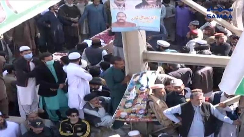 Islamabad-murder-Protesters-block-Murree-Road.jpg