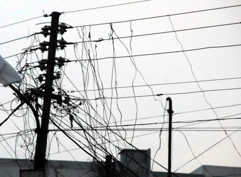 1222673-KHIElectricitytheftthroughKundaSystematWAPDAWiresMohammadAdeel-1478457235.jpg