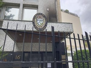 پیرس میں کیوبا کے سفارتخانے پر دستی بموں سے حملہ
