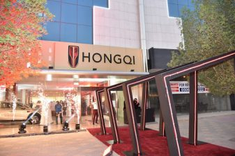 چینی کار ساز ہونگ چھی نے ریاض میں پہلا فروخت مرکز کھول دیا