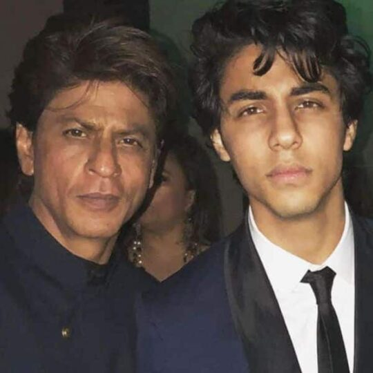 Shah_Rukh_Khan_Son_Aryan_Khan_Cried_During_NCB_Interrogation_By_NCB.jpg