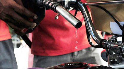 وفاقی حکومت کا یکم مئی سے پیٹرول کی قیمت نہ بڑھانے کا اعلان