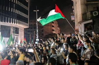 جنگ بندی کے بعد فلسطین میں خوشی کی لہر، عوام سڑکوں پر نکل آئے