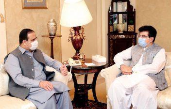 وزیراعلی پنجاب سے چیئرمین سینیٹ کی ملاقات، سیاسی صورتحال پر تبادلہ خیال